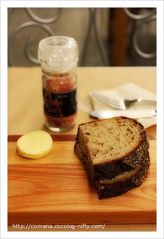 カンパーニュと岩塩とバター
