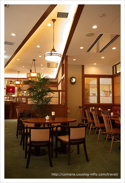 椿屋カフェの店内