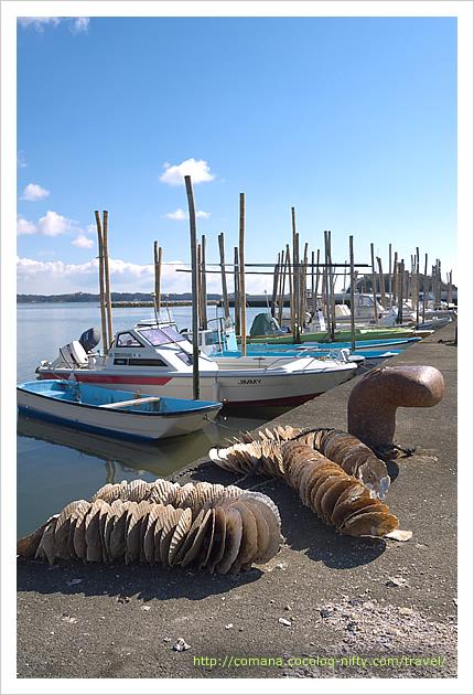 かき小屋そばの漁港