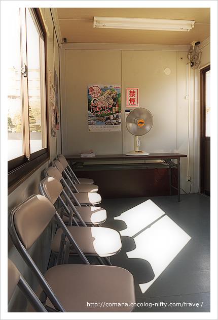 かき小屋の待合室。こちらもプレハブ