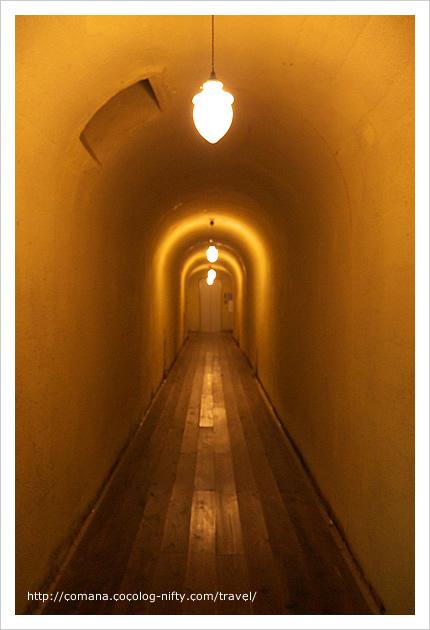ジブリモデル説根拠の一つ、トンネルの廊下