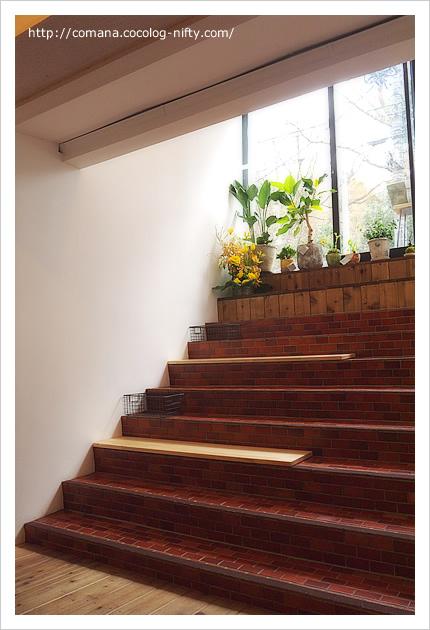 階段とベンチが一緒になっています